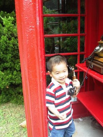 赤い電話BOXで もしもし