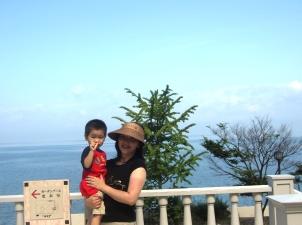 琵琶湖前にて