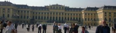 気品と優雅さに満ち溢れたシェーンブルン宮殿
