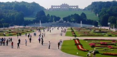 シェーンブルン宮殿の美しい庭園