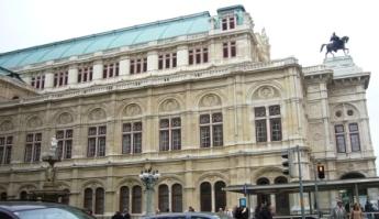 2010年までは小沢征爾が音楽監督をつとめているオペラ座