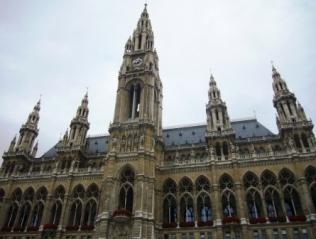 ネオ・ゴシック建築のウィーン市庁舎