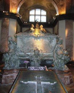 皇帝納骨所のマリア・テレジアとフランツ1世の棺