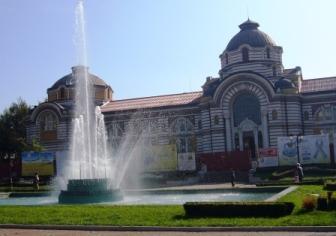 ブルガリアらしい建築と噴水のコラボ♪
