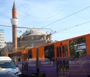 オスマン朝時代に建立されたイスラム寺院と路面電車