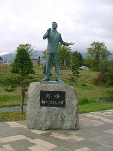 細川たかし記念像