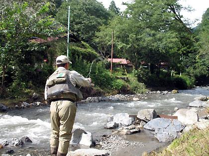 入川を釣るキンチャン