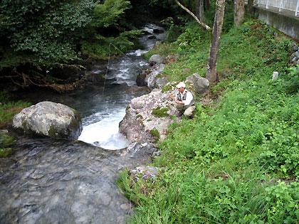 平溝川を釣るキンチャン