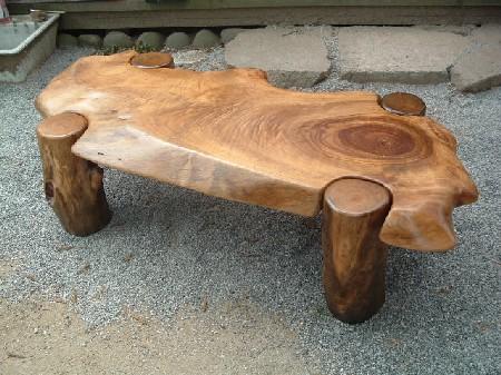 ローテーブル、四本足