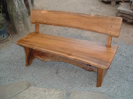 背有りのベンチ