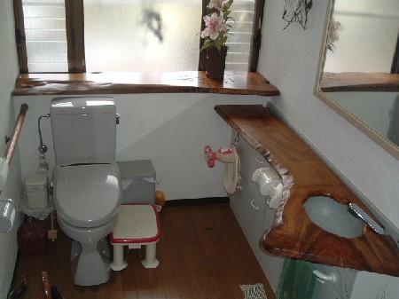 トイレの洗面カウンター