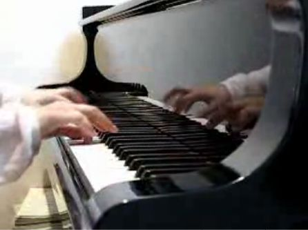ドラゴンクエストの曲をピアノ演奏