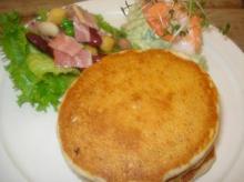 アボカドと海老のパンケーキ