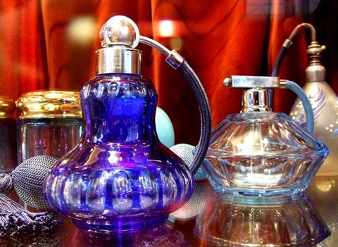 香水ビン1