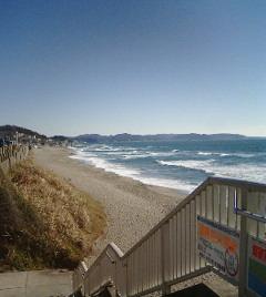 砂浜(左側)