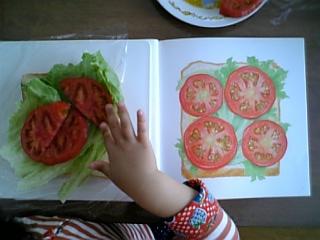 大好きなトマトものっけよう♪