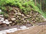 調査中の石垣