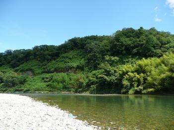 澄みきった川