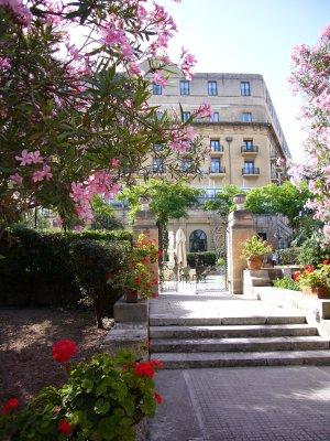 ホテルの裏庭1