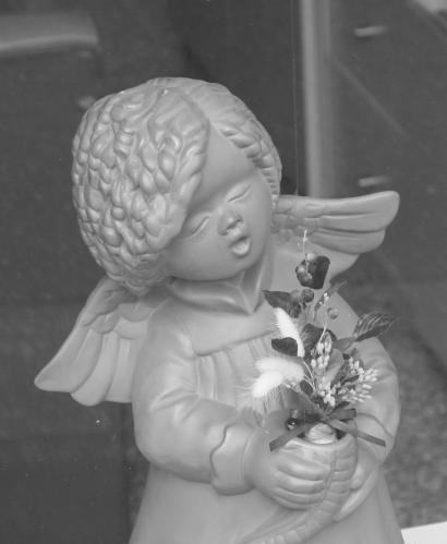 花を抱く天使