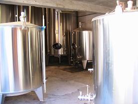 一次発酵用のステンレス樽