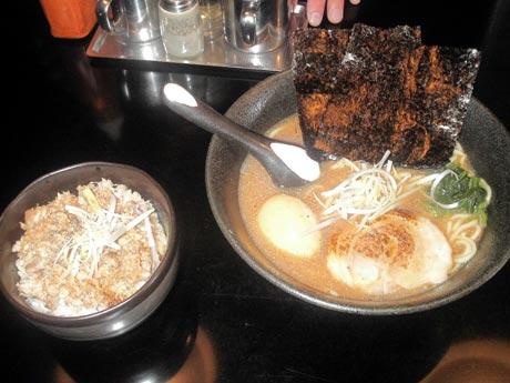 豚豚炉-らーめん煮卵チャーシュー丼