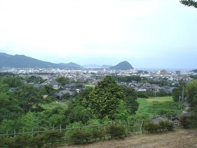 松陰生家より萩城下指月山を望む