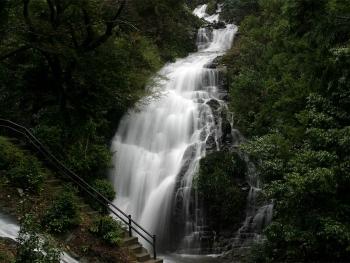 薬王寺の滝(男滝)