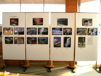 「第1回 みとう四季写真コンテスト」の結果発表・展示風景