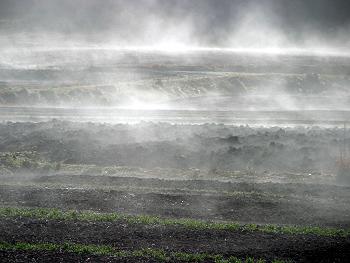 朝靄の立ち昇る風景-3