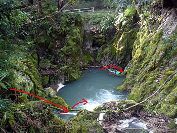 『犬ヶ森ポノール』全景・水の流れ