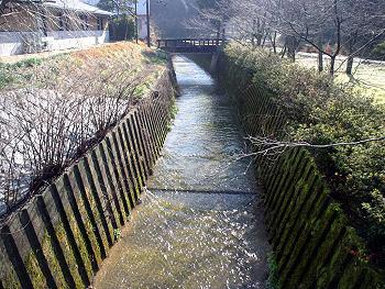 「涸れ川」に水が流れる