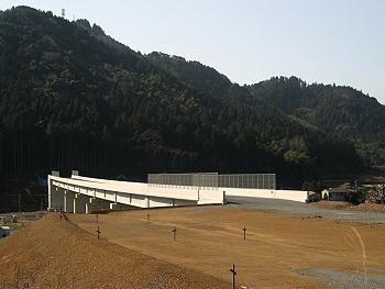 「大田絵堂道路」の「碇川橋」