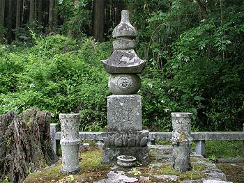 殿が浴の五輪塔-1