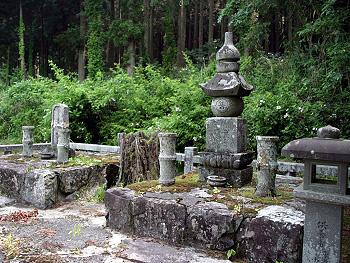 殿が浴の五輪塔-2