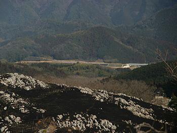 小郡萩道路の碇川橋附近(写真右手)