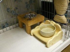 絵ご飯台と水飲み台
