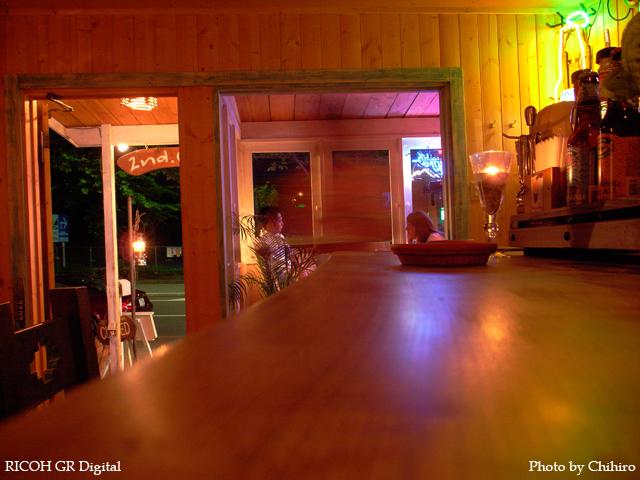 【霧が丘 2nd Cafe さん】 GR Digital : ISO200, 絞り優先AE, WBオート, EV0, F2.8, 1/2s, sRGB