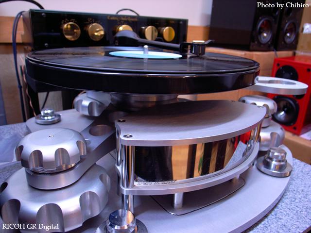 【ド迫力!Disk Master!】 GR Digital : ISO64, 絞り優先AE, WB蛍光灯, EV0, F2.4, 1/5s, sRGB