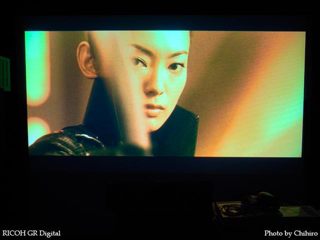 魚谷佳苗 in Godzilla Final Wars GR Digital: ISO64, 絞り優先AE, WB白熱灯, EV0, F2.4, 1/4s, sRGB