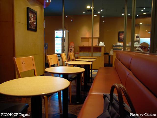 町田 New Yorker's Cafe GR Digital: ISO64, プログラムAE, WB白熱灯, EV-0.3, F2.4, 1/5s, sRGB