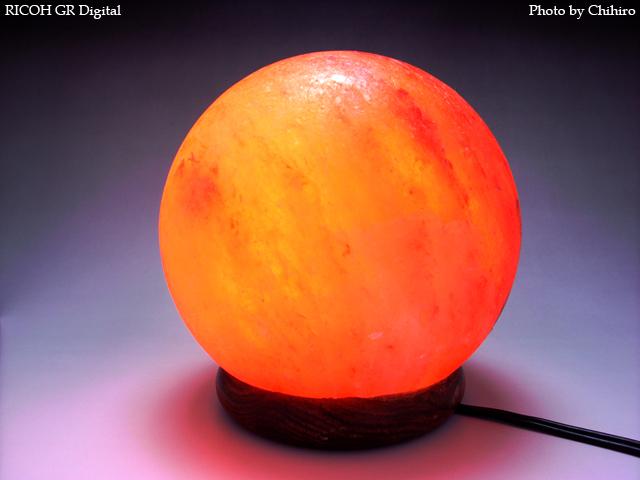 【ソルトクリスタルランプ】 GR Digital : ISO64, 絞り優先AE, WB蛍光灯, EV0, F3.5, 1/14s, sRGB