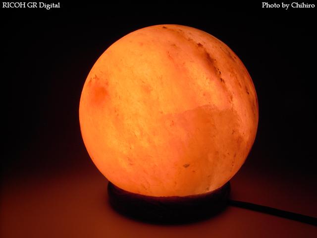 【ソルトクリスタルランプ】 GR Digital : ISO64, 絞り優先AE, WB白熱灯, EV0, F9.0, 1/2s, sRGB