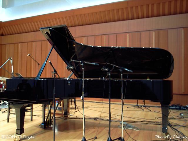 【秋吉敏子さんが演奏したピアノ】 GR Digital : ISO100, 絞り優先AE, WBオート, EV0, F2.8, 1/3s, sRGB