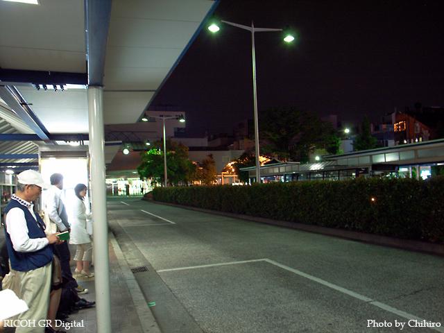 【あ゛ー…深夜バス出ちゃったよ…(・_・、)】 GR Digital : ISO154, 絞り優先AE, WBオート, EV0, F2.8, 1/2s, sRGB