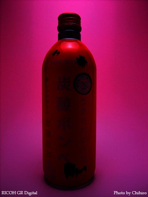 【炭酸ボンベ!】 GR Digital : ISO64, 絞り優先AE, WB蛍光灯, EV+0.7, F2.4, 1/55s, sRGB, PhotoShop