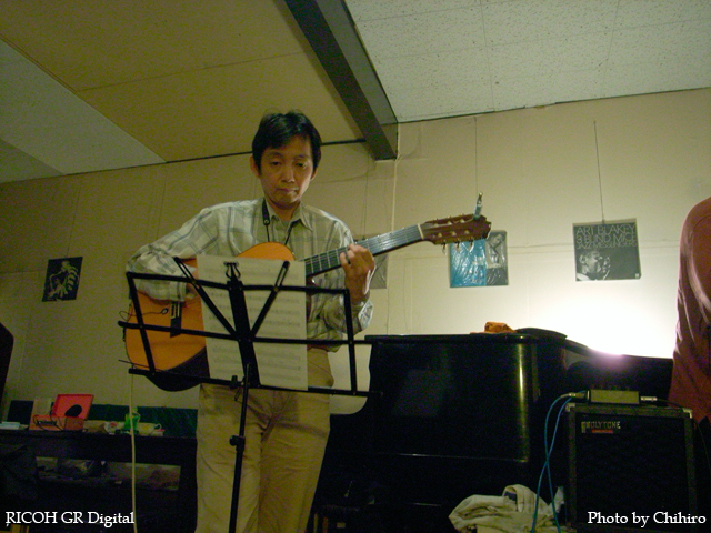 【吉野ミユキさんの Live聴きに行ってきました~!】 GR Digital : ISO400, 絞り優先AE, WBオート, EV0, F2.4, 1/6s, sRGB