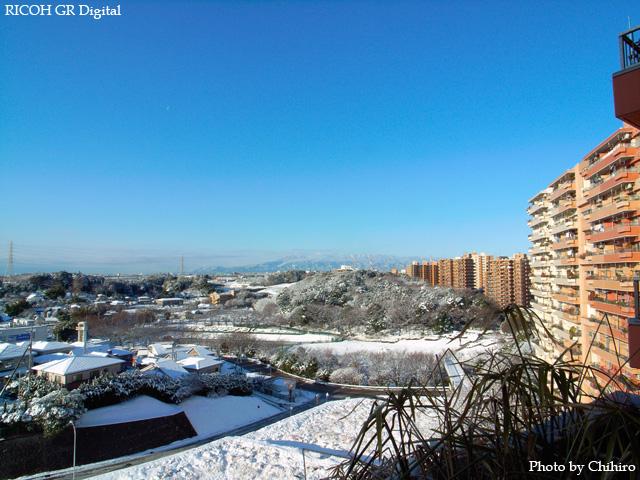 雪景色2 GR Digital: ISO64, 絞り優先AE, WBオート, EV0, F8.0, 1/233s, sRGB