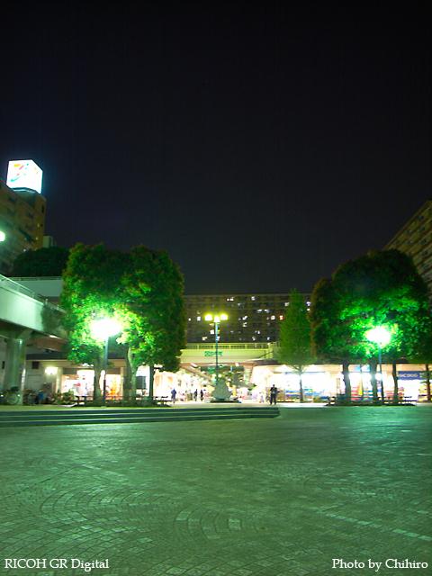 【夜、ここはネコのたまり場だったハズだが…】 GR Digital : ISO64, 絞り優先AE, WBオート, EV0, F2.4, 1/1s, sRGB