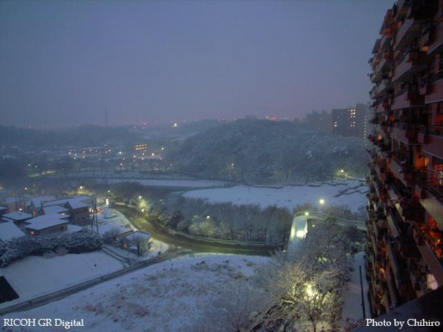 ベランダからの雪景色 GR Digital: ISO200, 絞り優先AE, WBオート, EV0, F2.4, 1/3s, sRGB